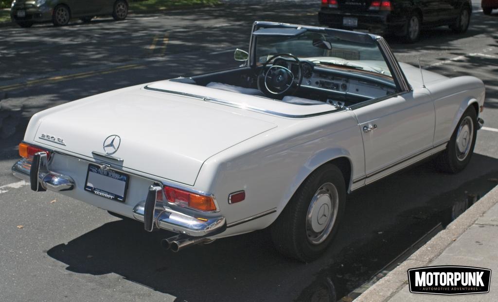 1967_Mercedes-Benz_250SL (wiki cc)