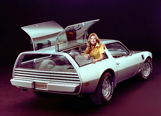 MOTORPUNK - SHOOTING BRAKE COVERSHOT